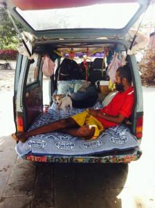 Couple travelling, Travel, Wanderer, Wanderlust, Puppies, Street Dogs, Street Puppies, Maruti van