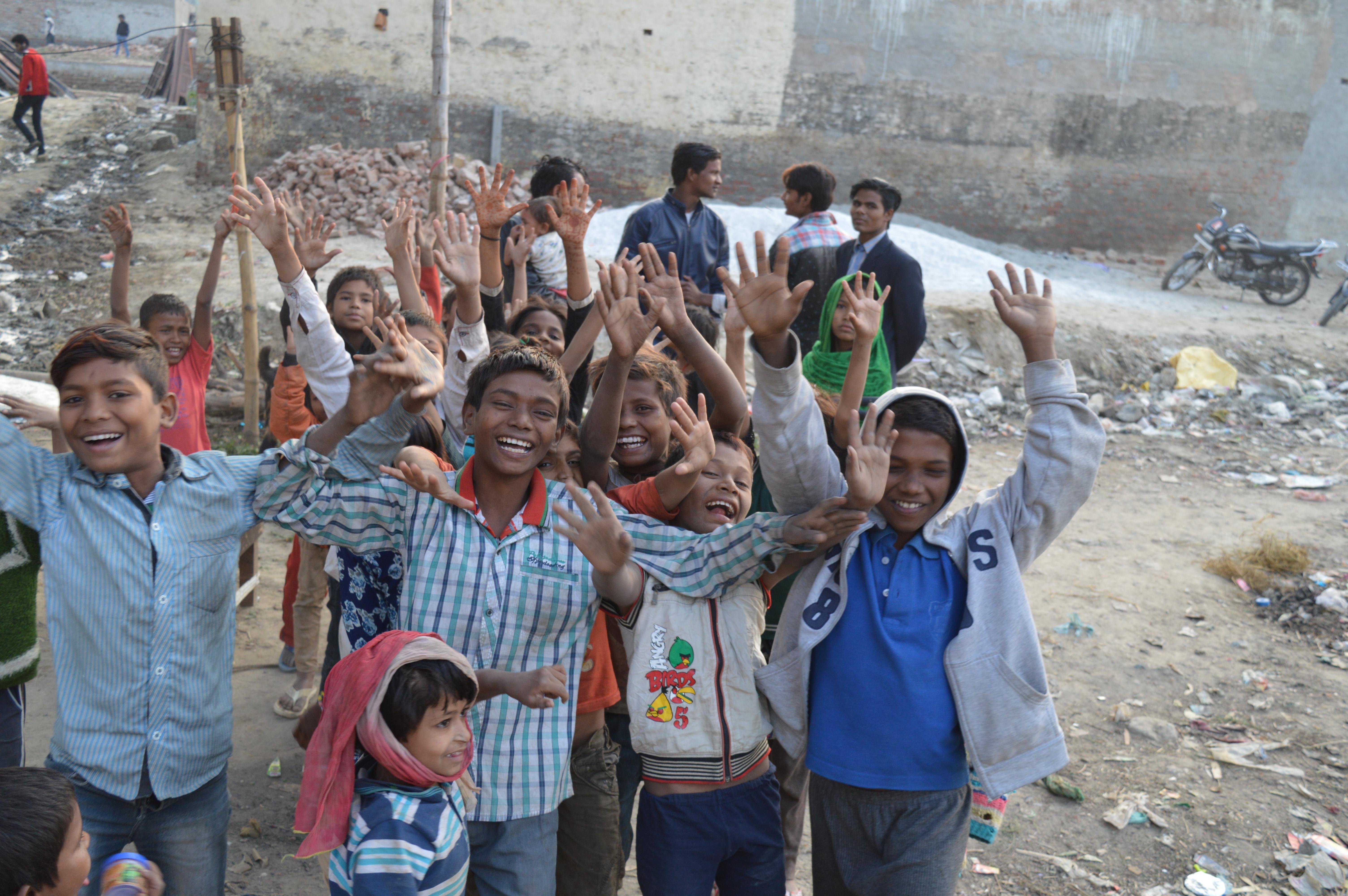 voice of slums, education, education to the underprivileged, education for all, NGO, NGO in India, Education in India, Slum kids, Dev Pratap Singh, Chandni Khan, Positive news, positive stories, inspiring people, inspiring initiatives, वौइस् ऑफ़ स्लम्स, प्रशिक्षण,ड्रग्स, स्लम्स, चांदनी खान, देव प्रताप सिंह, झुग्गी, झोपड़ी, बच्चे, शिक्षा,