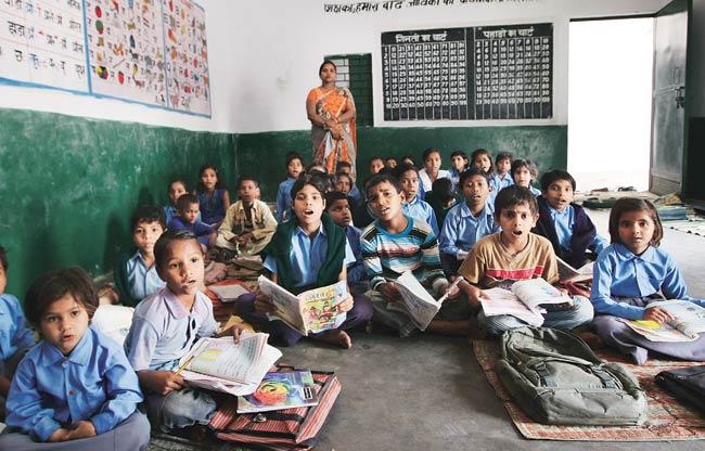 Education, Education for all, Education for village children\, Education in India, Gujarat, Migrant workers, school, Society, Surat, प्राथमिक स्कूल, बाल दिवस, शिक्षा, सामाजिक परिवर्तन, सूरत म्युनिसिपल कॉर्पोरेशन, स्कूल
